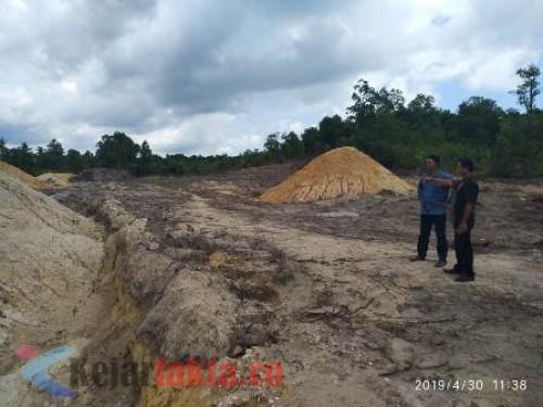 Diduga lokasi WIUP Zirkon saat wartawan dan LSM melakukan pemantauan. Selasa (30/4/2019, Siang. Foto : Marsidi.