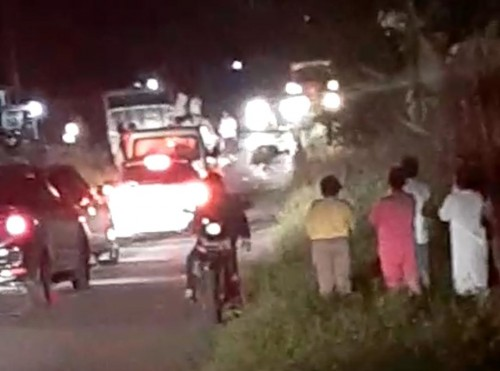 Suasana dilokasi laka lantas di Desa Kepayang, Kecamatan Badau, Kabupaten Belitung. Kamis (05/11/2019). Malam. Foto : referensi pihak ketiga.