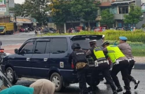 Menyambut kedatangan Kapolda Provinsi Kepulauan Bangka Belitung Brigjen Pol Drs. Istiono, MH,. dan rombongan, jajaran Polres Belitung telah mempersiapkan pengamanan sejumlah personil baik dari TNI, Brimob, telah bersiaga di Bundaran Tugu Satam, Tanjungpan